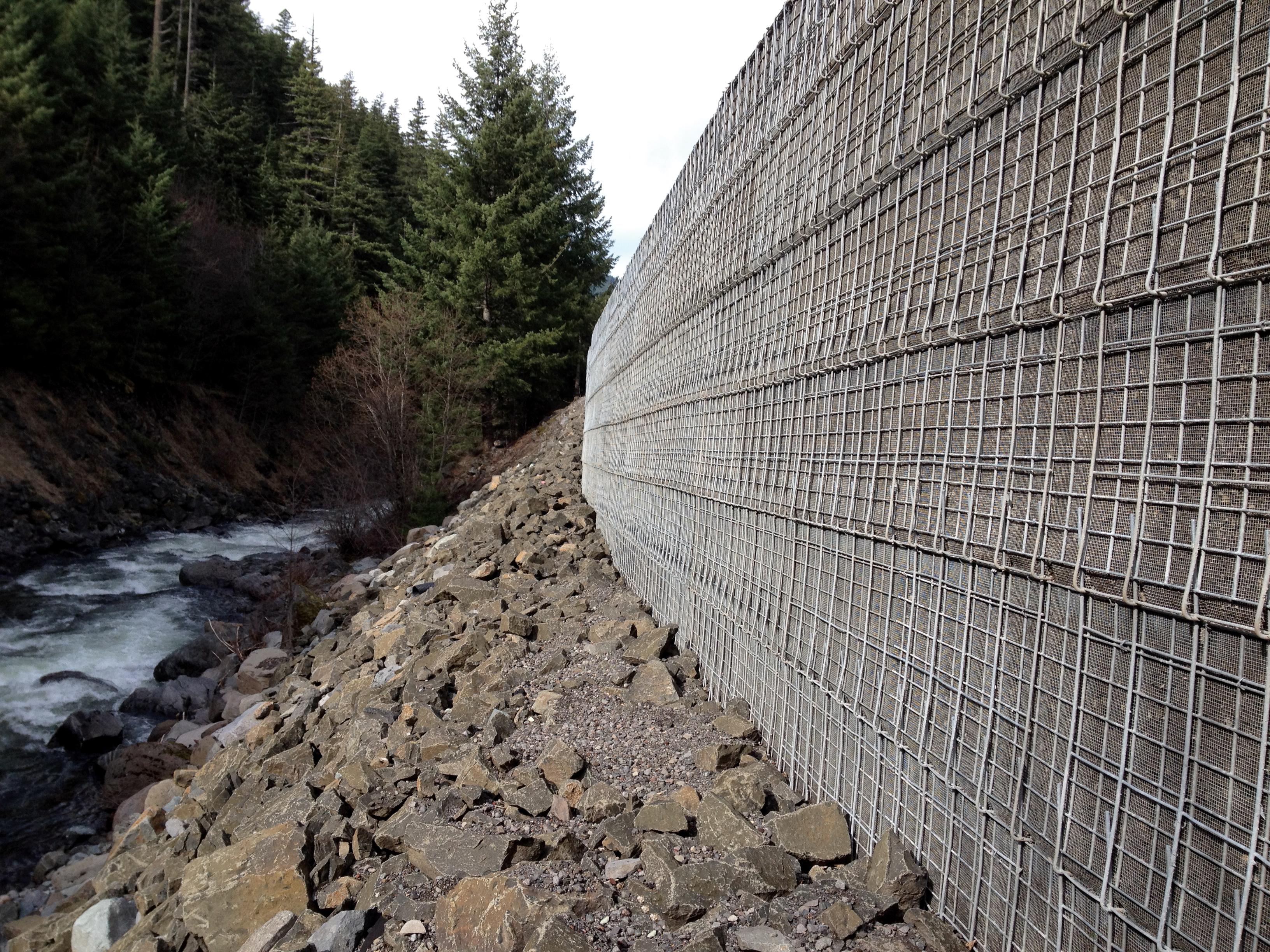 Welded Wire Wall Header Photo